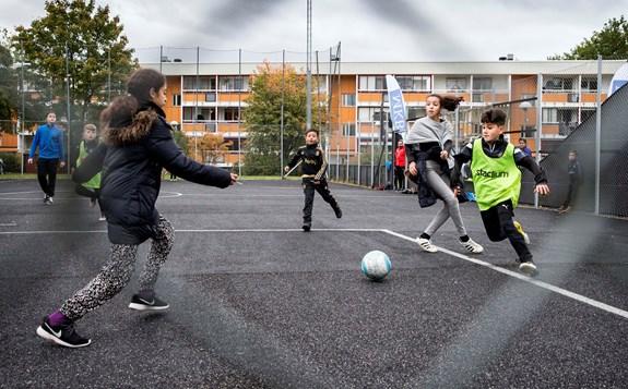 idrottande ungdomar
