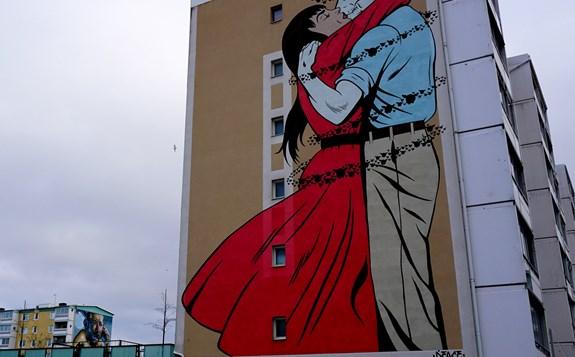 Graffitimålning på en byggnad...